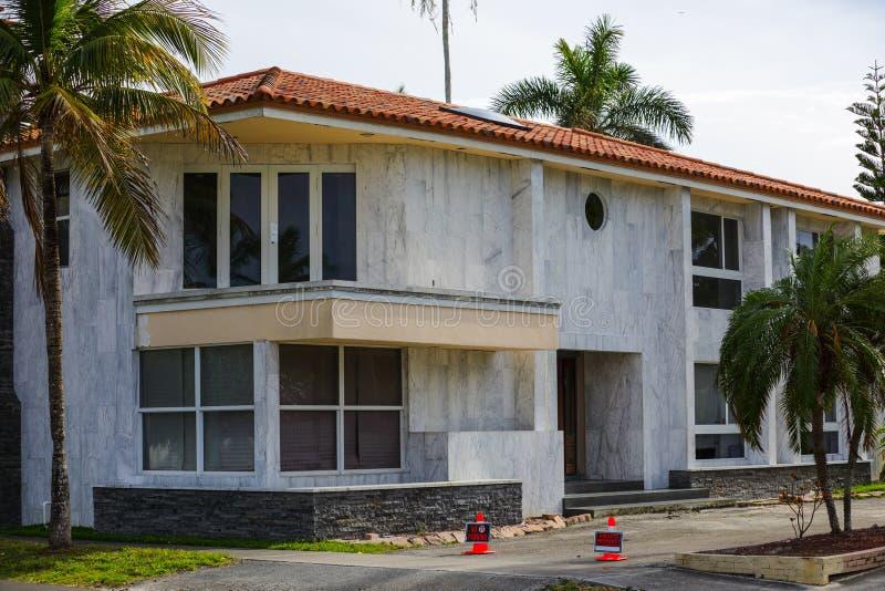 Старый роскошный дом в Флориде покинул лишение права выкупа стоковое изображение