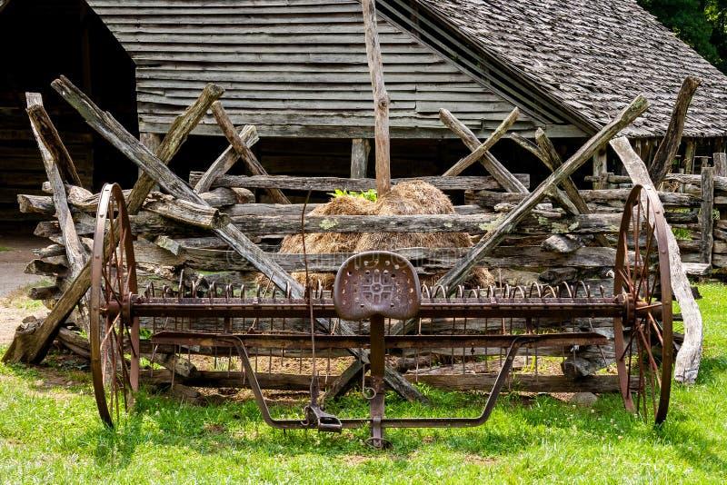 Старый рыхлитель фермы стоковые фотографии rf