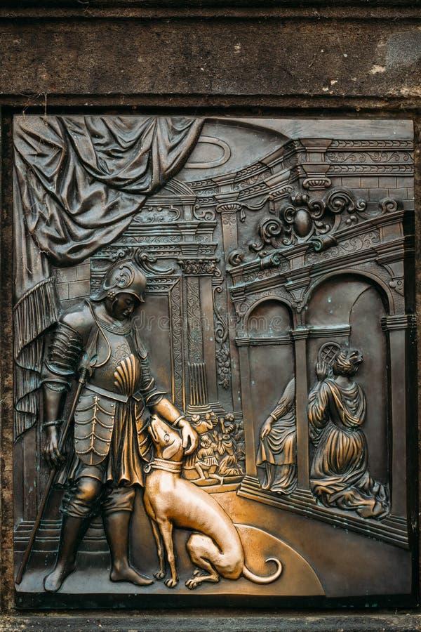 Старый сброс под статуей St. John  стоковые фото