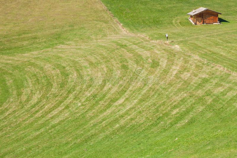 Старый сеновал в выгоне в di Funes Val на падении стоковые фото