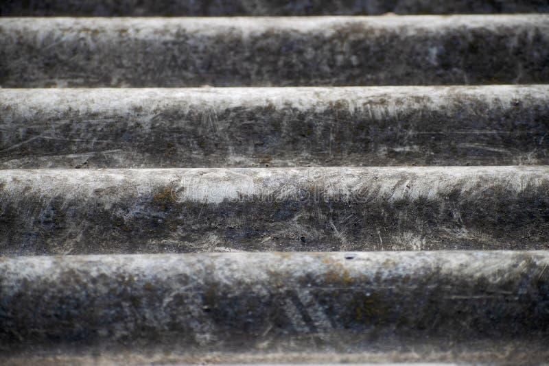 Старый серый волнистый шифер Текстура шифера асбоцемента с местом для текста Предпосылка шифера для дизайна стоковые изображения rf