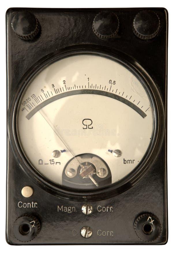 Старый сетноой-аналогов омметр стоковое фото
