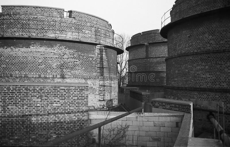 Старый склад горючего стоковая фотография rf