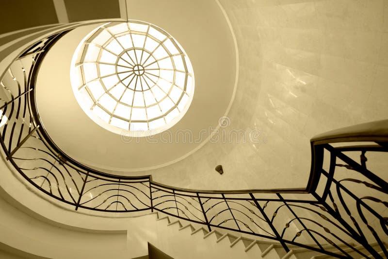 Старый спиральный случай лестницы стоковая фотография rf