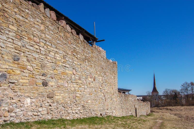 Старый средневековый городок крепости Rakvere в Эстонии С тринадцатого века стоковые фотографии rf