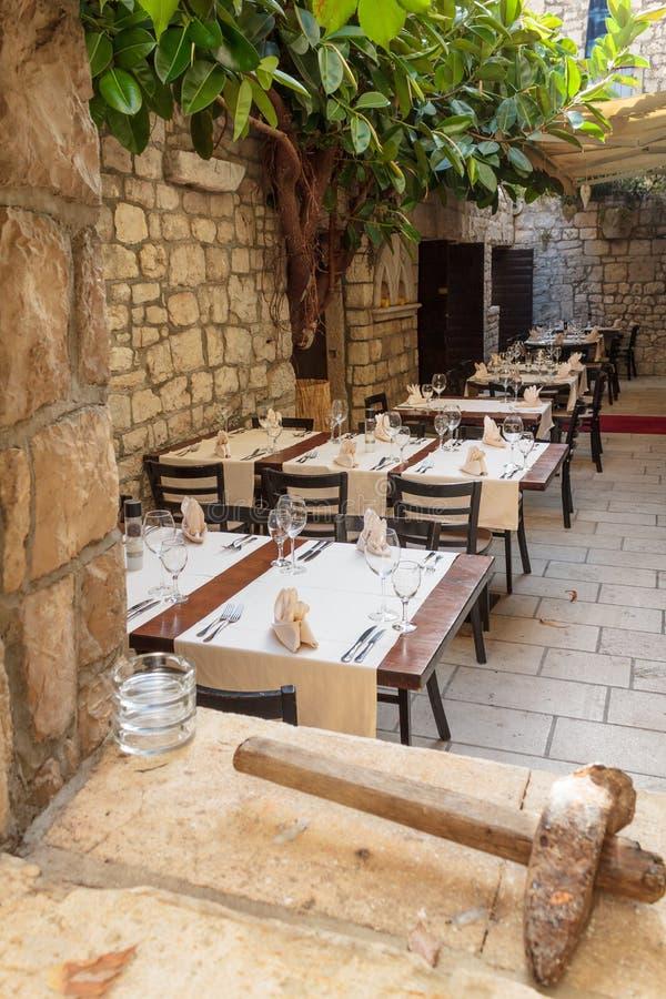 Старый среднеземноморской ресторан стоковые фотографии rf