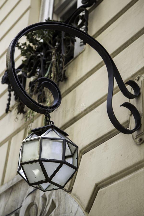Старый стеклянный уличный фонарь стоковое изображение rf