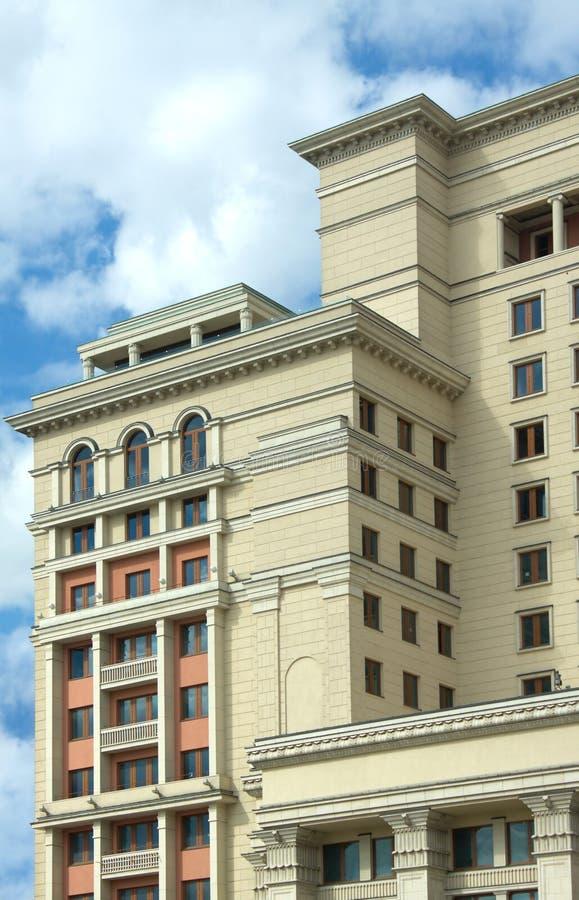 Старый стиль строя над голубым небом с облаками стоковое изображение rf