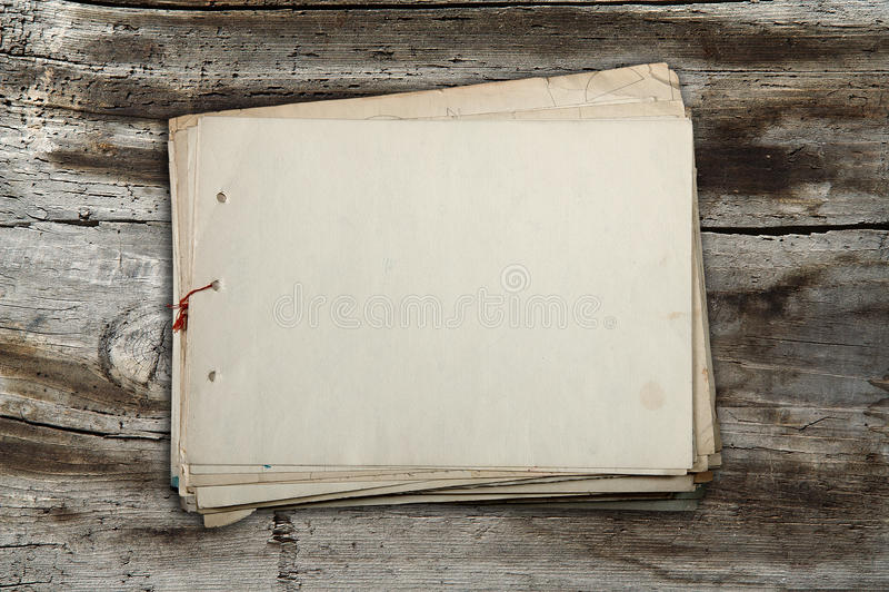 старый стог бумаг стоковые изображения