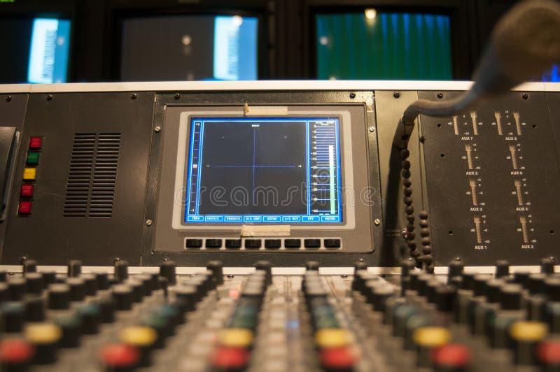 Старый стол звука ТВ стоковые изображения rf