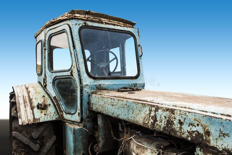 Старый сломанный трактор стоковые фото