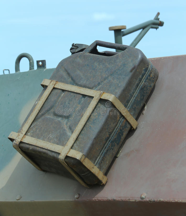 Старый танк бензина воинской тележки стоковая фотография rf