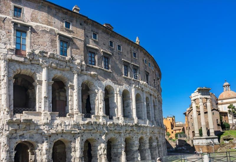 Старый театр форума Рима Италии Маркела римского стоковые фотографии rf
