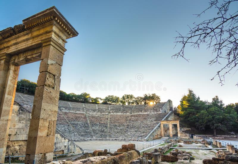 Старый театр Epidaurus или ` Epidavros `, префектуры Argolida, Греции стоковые изображения