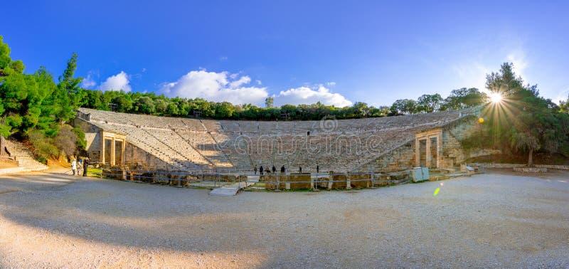 Старый театр Epidaurus или ` Epidavros `, префектуры Argolida, Пелопоннеса стоковое изображение rf