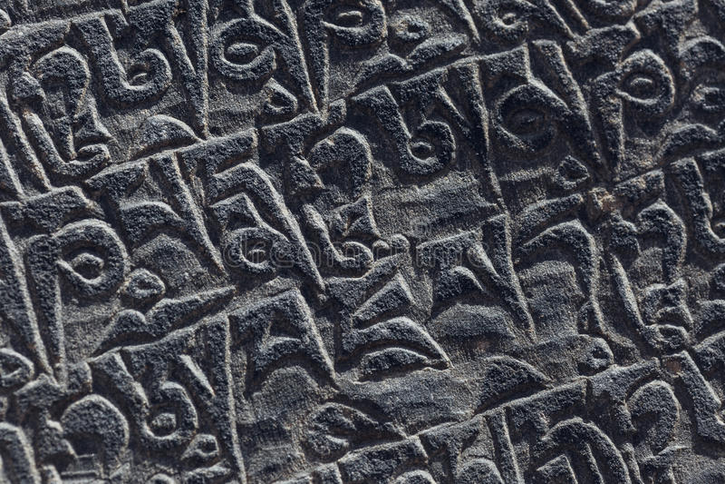 Старый тибетский каменный высекать стоковые изображения