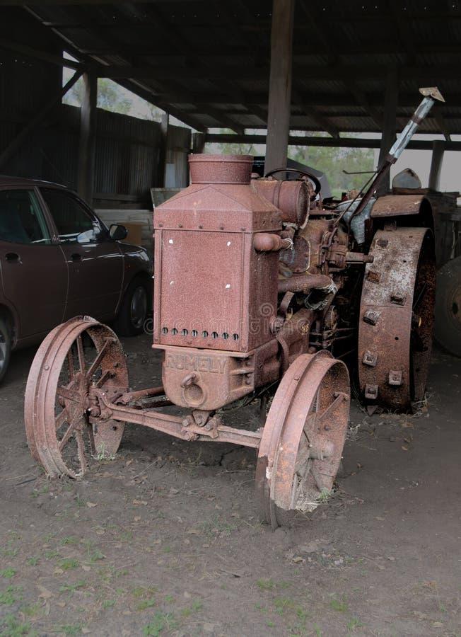 Старый трактор RUMELY стоковое фото