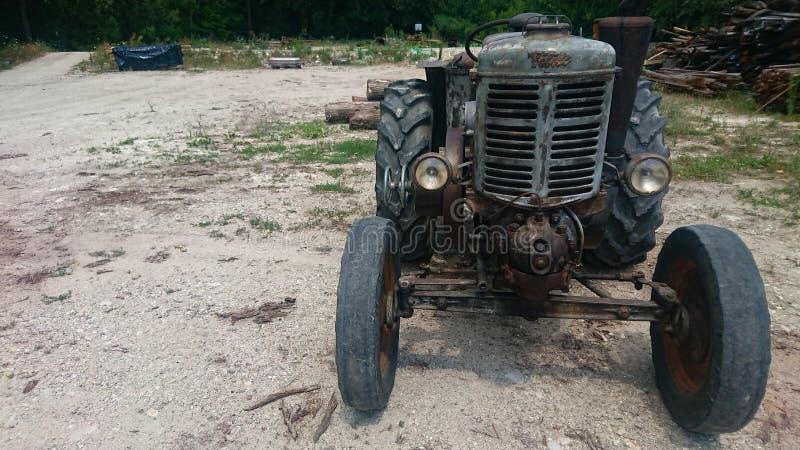 Старый трактор 1940& x27; s стоковое изображение rf