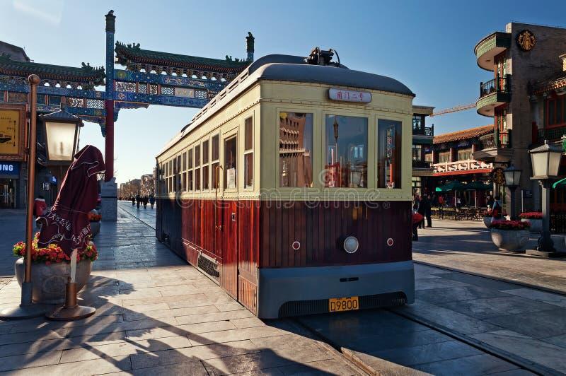 Старый трамвай в улице Qianmenl в Пекине. Китай стоковые изображения
