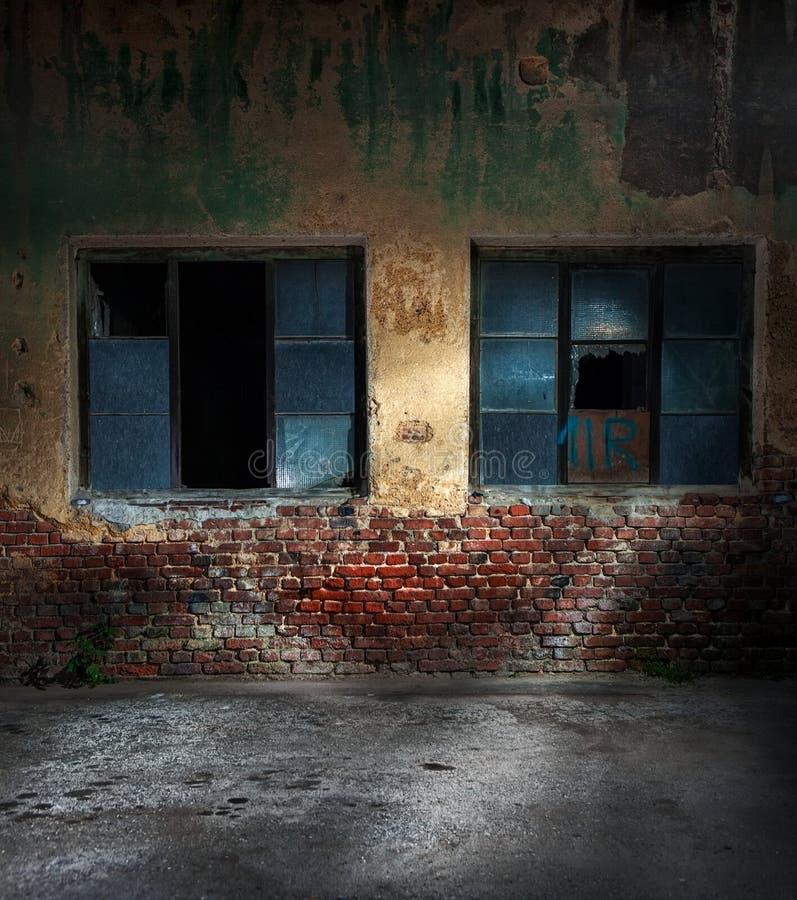 Старый треснутый или grungy дом стоковые фото