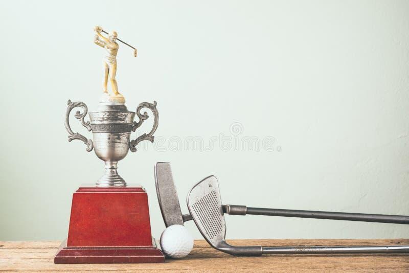 Старый трофей гольфа стоковая фотография