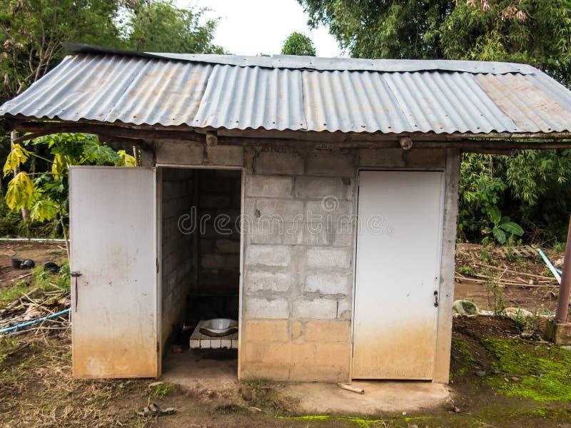 старый туалет стоковое фото