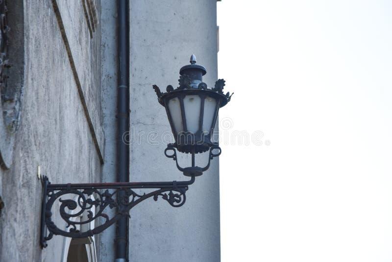 Старый уличный фонарь исторические материалы стоковое изображение