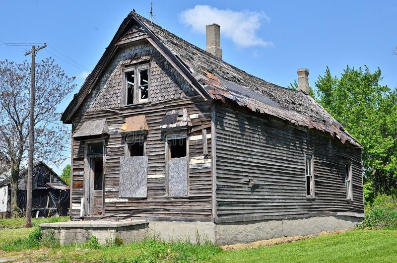Старый упущенный дом в Детройте стоковые фото