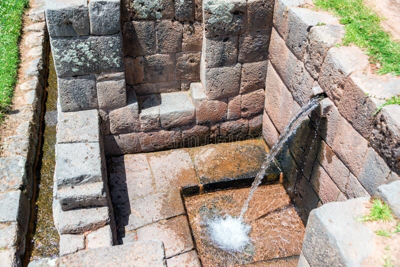 Старый фонтан в Tipon, Перу стоковые изображения rf