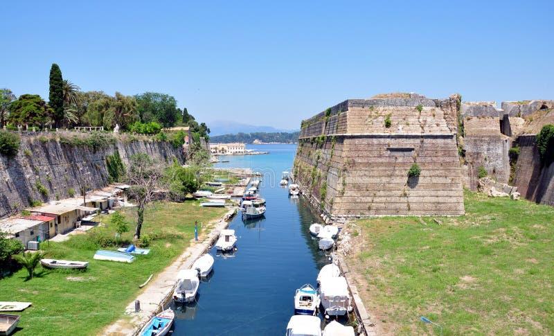 Старый форт и городок канала Корфу, Греции, Европы стоковые изображения rf