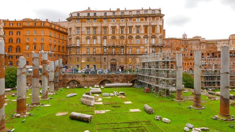 Download Старый форум Trajan в Риме стоковое фото. изображение насчитывающей движение - 81808170
