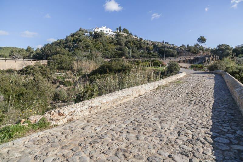 Старый холм puig de missa ландшафта моста Des r Санты Eularia стоковое изображение