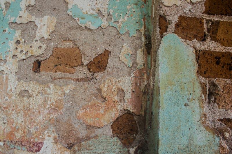 Старый цемент и треснутая кирпичной стеной винтажная предпосылка стоковые изображения rf