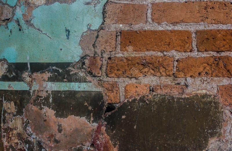 Старый цемент и треснутая кирпичной стеной винтажная предпосылка стоковое фото
