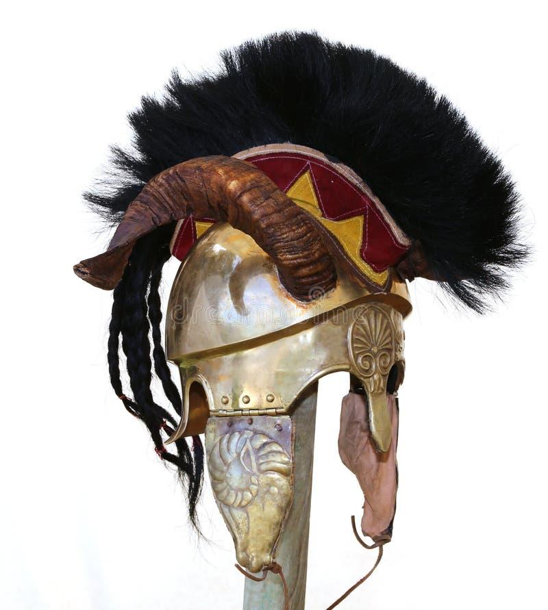 Старый шлем солдата с украшениями рожка и металла стоковое изображение