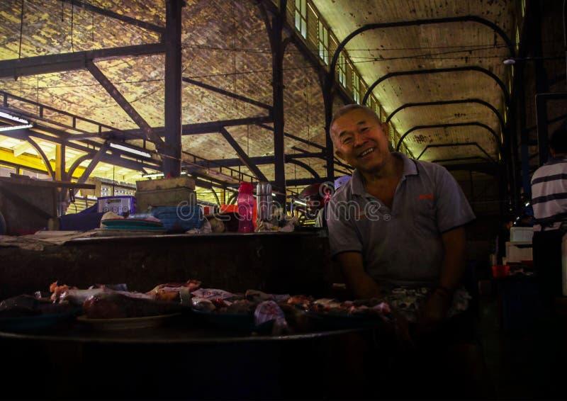 Старый Fishmonger стоковые фотографии rf