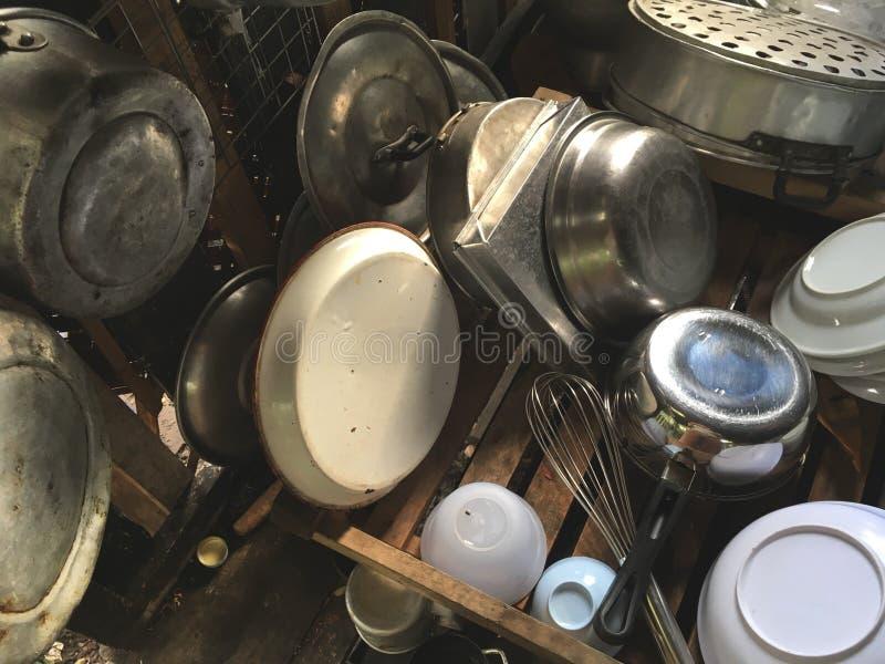 Старый Kitchenware в Таиланде стоковые изображения rf