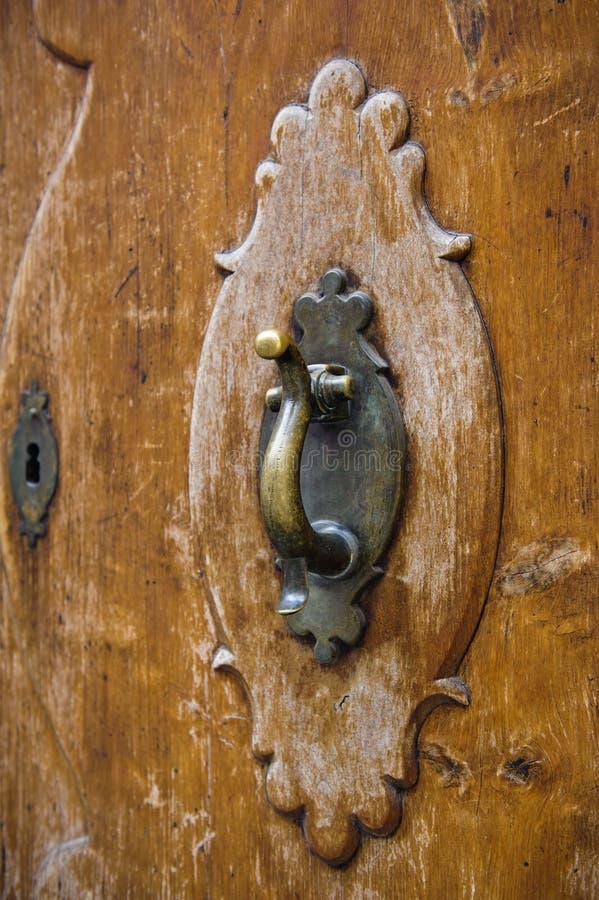 Старый knocker двери стоковая фотография rf