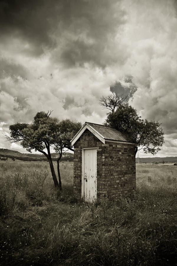 старый outhouse стоковые изображения