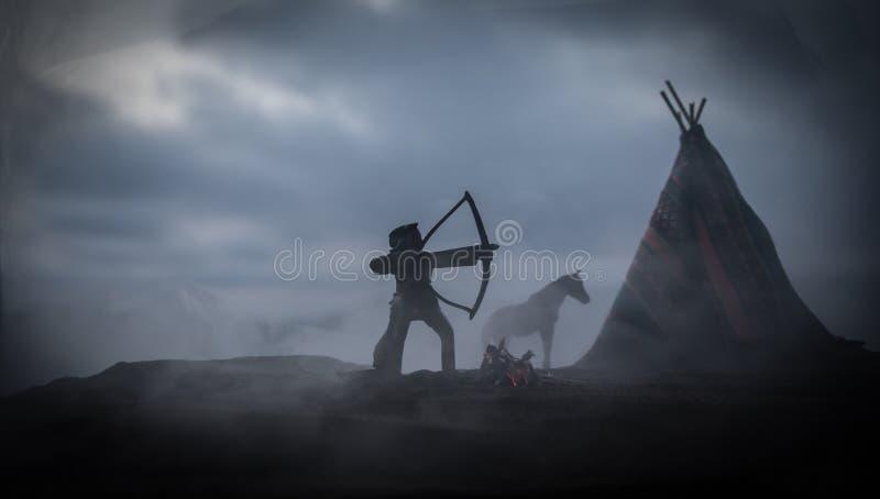 Старый teepee коренного американца в пустыне стоковая фотография rf