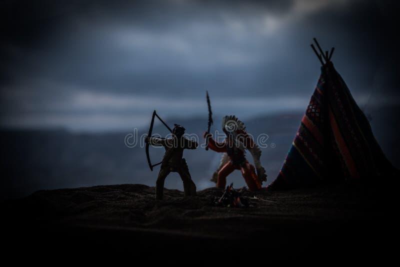 Старый teepee коренного американца в пустыне стоковые изображения rf