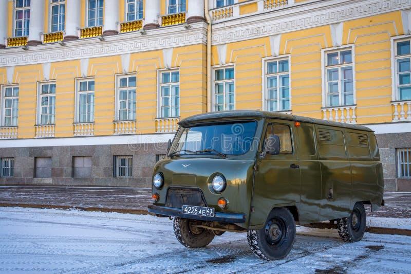 Старый Van в улицах Санкт-Петербурга стоковое изображение rf