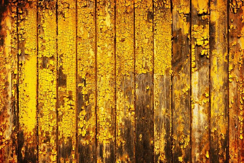 Старым предпосылка покрашенная желтым цветом деревянная стоковое фото