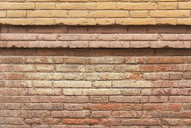 Старым розовым покрашенная кирпичом текстура предпосылки стены стоковые фотографии rf