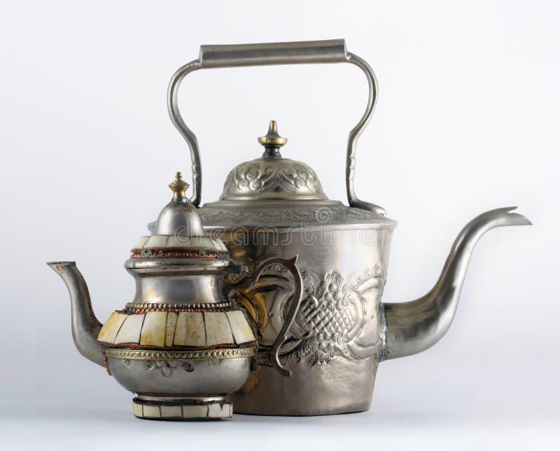 2 старых арабских чайника стоковое фото rf