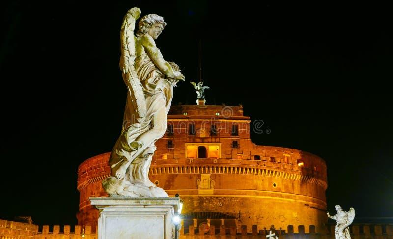 Download Статуи Анджела на мосте ангелов на Castel Sant Angelo в Риме Стоковое Изображение - изображение насчитывающей городок, туристы: 81807787