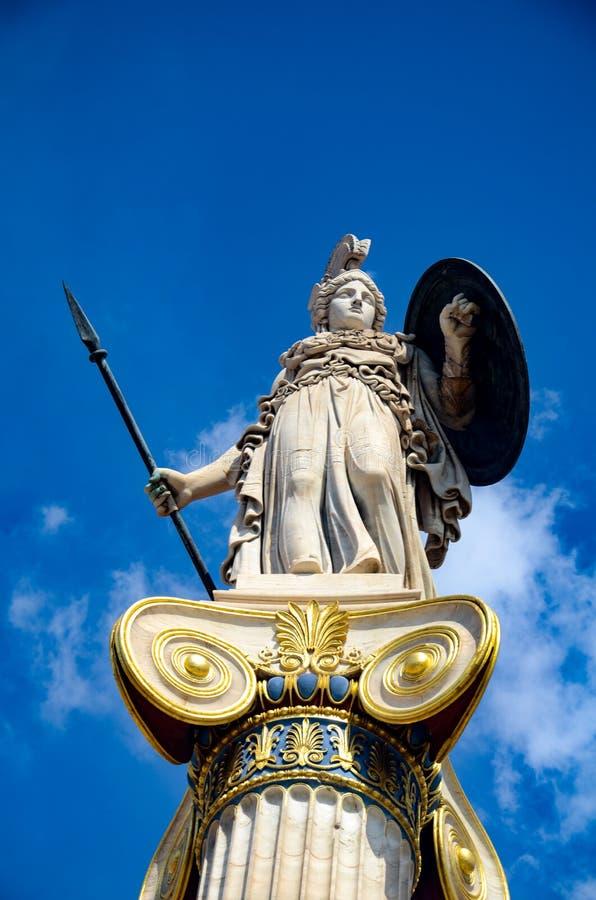 Статуи богиня Афина на входе академии Афин стоковые изображения rf