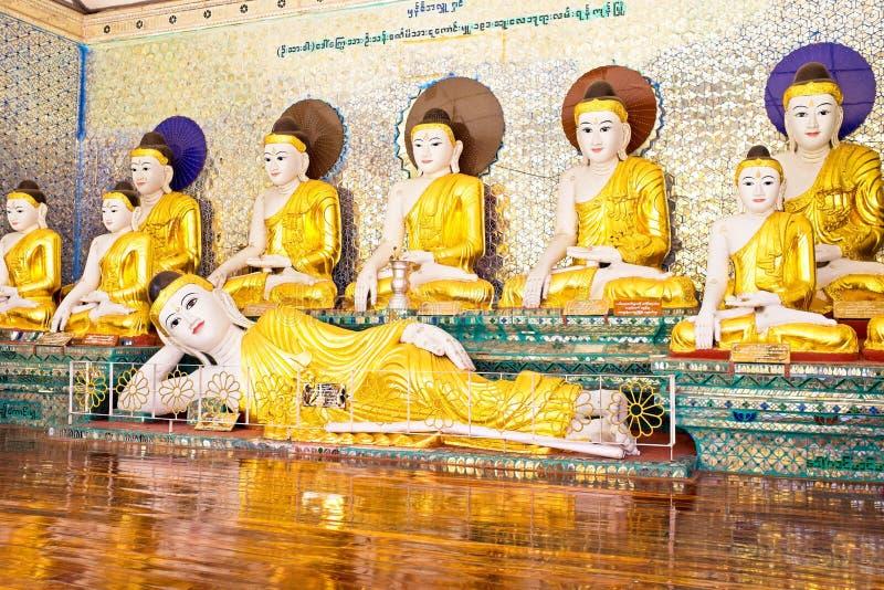 Статуи Будды в pagode Shwedagon в Янгоне Мьянме стоковые изображения rf