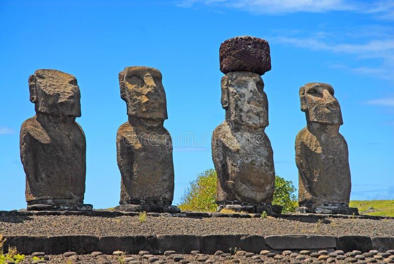 Статуи камня Moai на Rapa Nui - острове пасхи стоковая фотография rf