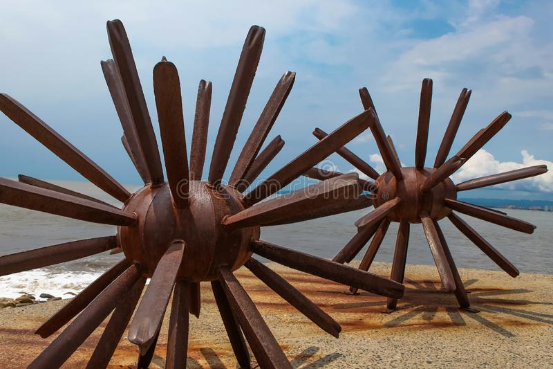 2 статуи морских ежей в Puerto Vallarta в Мексике стоковое изображение
